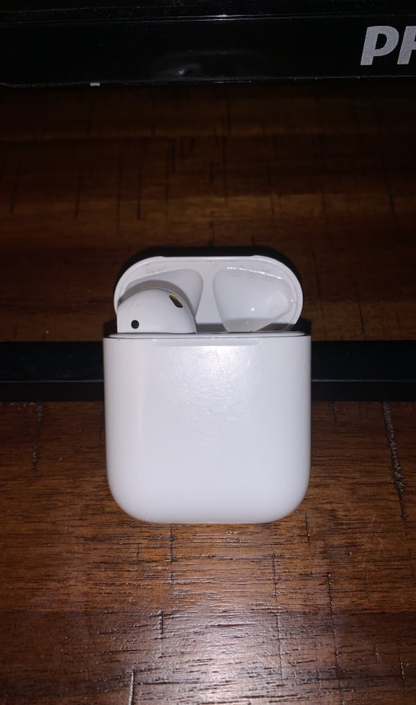 1 air pod df5e4d63-2351-42a1-9648-d36883ed0376