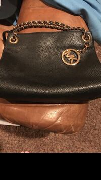 Michael Kors purse Bakersfield, 93304