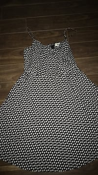 Seashell dress size large Lower Sackville, B4E 3A2