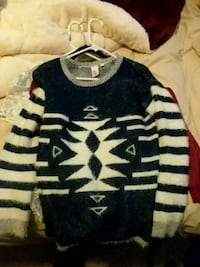 black and white crew-neck knitted sweater Lynnwood, 98087