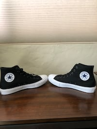 Brand New Size 8 Chuck Taylor 2s