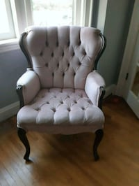 Pink wing back chair Hamilton, L8K 2S1