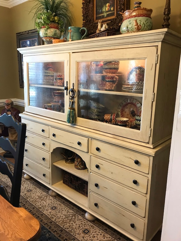 Used Broyhill Attic Heirlooms China Cabinet For Sale In