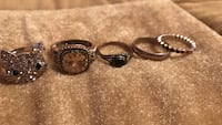 Assorted rings (5)