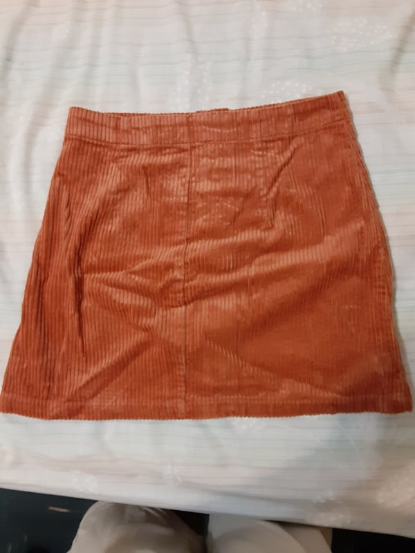 Forever 21 womans courteroied skirt size S 6dd4e77f-7137-45d7-bf1e-e6a203ec4fb2