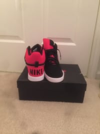 Nike Air Black and Red Size 10 Bellport, 11713