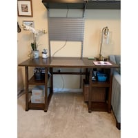 Beautiful wooden desk Oakton, 22124