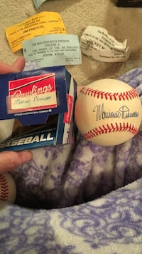 autographed white baseball Easton, 18040