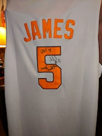 Autographed Josiah James Tennessee basketball jersey