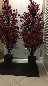 Red decorative trees w black base. Height 4.5 ft. Excellent condition Halton Hills, L7G 6N6