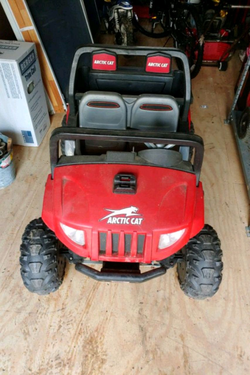 Photo Power wheel arctic cat works great with battery and charger
