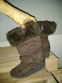 brown and black fur fur lined boots Stafford, 22554