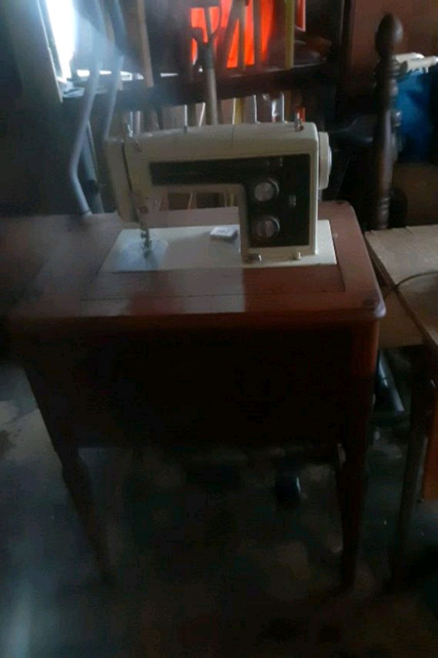 Photo ANTIQUE Sears Kenmore sewing machine