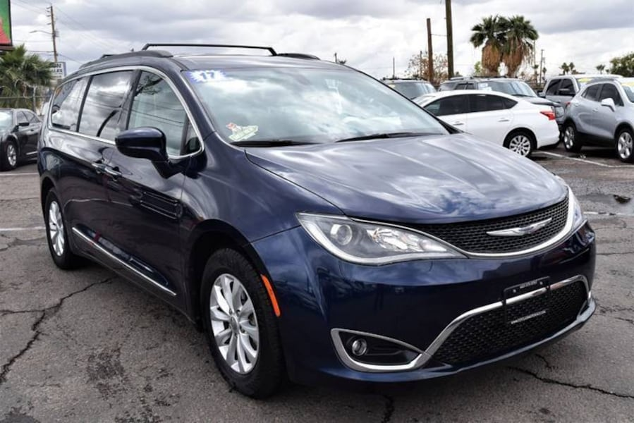 Chrysler-Pacifica-2017 15031349-cd35-41e7-b88c-e9183d882b8d