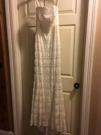 Davids Bridal Wedding Dress- Size 6 Westlake, 70669
