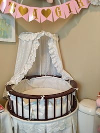 Round mini crib with all white bedding and canopy Hayward, 94544