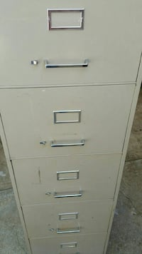 5 draw filing cabinet in good condition