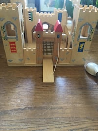 Wooden toy castle that  folds out  Warrenton, 20186