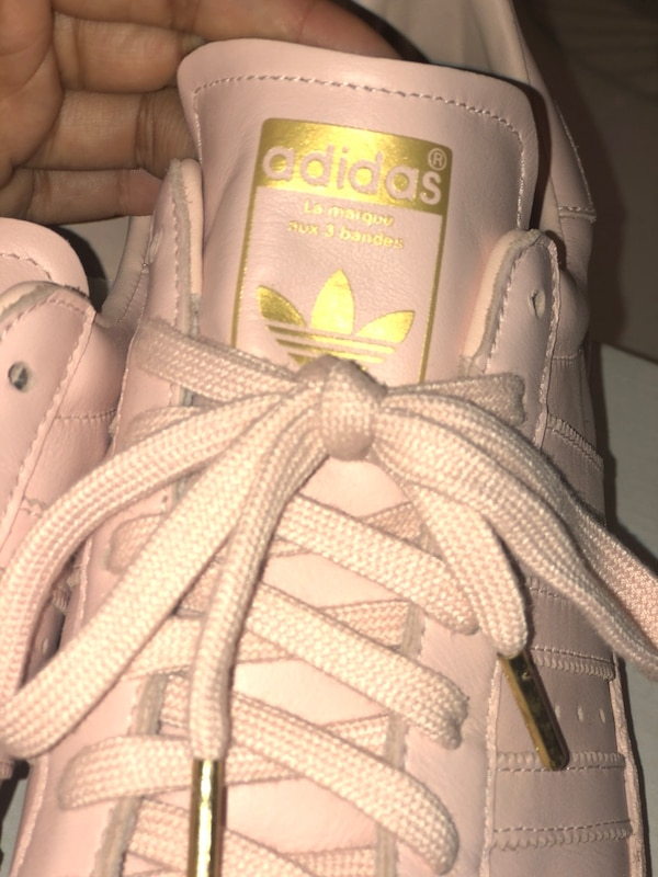 pas cher pour réduction dda80 a622c ADIDAS SHOES| CUSTOM PINK ADIDAS SUPERSTARS WITH GOLD DETAILING SIZE 10