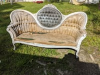 Antique couch ????????????????