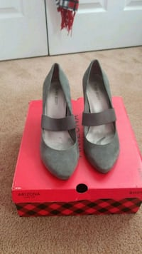 pair of gray leather pumps Ashburn, 20147