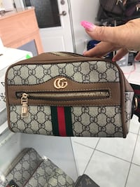 Gucci body bag brand new  Calgary, T2B 3G1