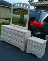 Bedroom set dresser with mirrornightstand Coral Springs, 33065