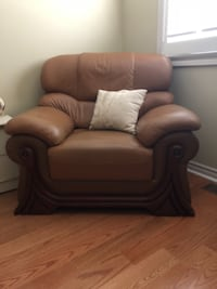 SINGLE LEATHER COUCH FOR SALE null