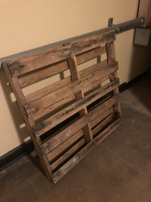 Two free pallets  c37484cc-29df-4586-ab70-eedee7513661