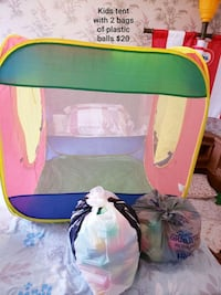 Play tent with 2 bags of balls - $20 Toronto, M9B 6C4
