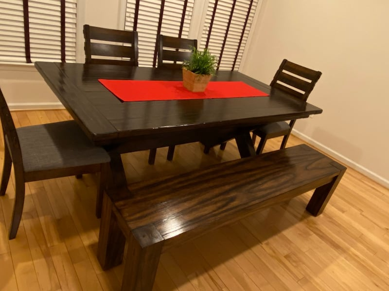 (OBO) Pottery Barn Dining Table +4 chairs +bench-(All) real solid wood dfeb9abf-1369-4198-8c35-9b668ca8b500