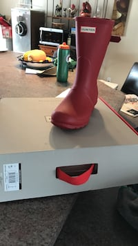 red hunter galoshes with box