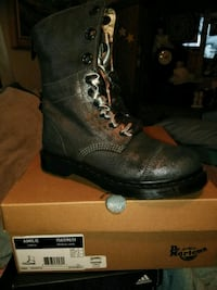 pair of black leather boots Converse, 78109