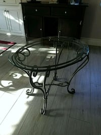Oval glass top end table with black metal base Indio, 92201