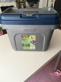 Rubbermaid Scoop n store Pet Food Storage