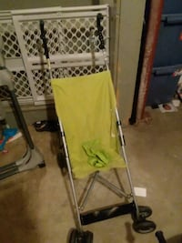 Lime green umbrella stroller Des Moines, 50320