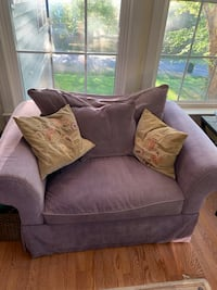 loveseat with throw pillows and sofa Manassas, 20112