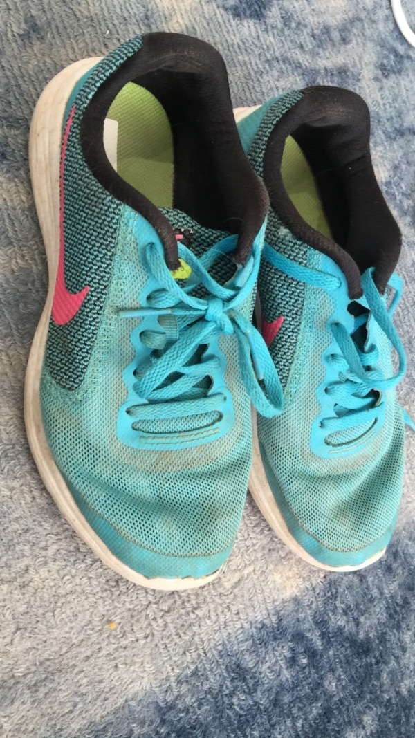 0fdbea43a329 Used Nike running shoes girls size 3.5Y for sale in Cambridge - letgo