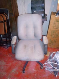 white and gray rolling armchair London, N6B 3H3
