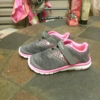 pair of black-and-pink running shoes Lakeland, 33812