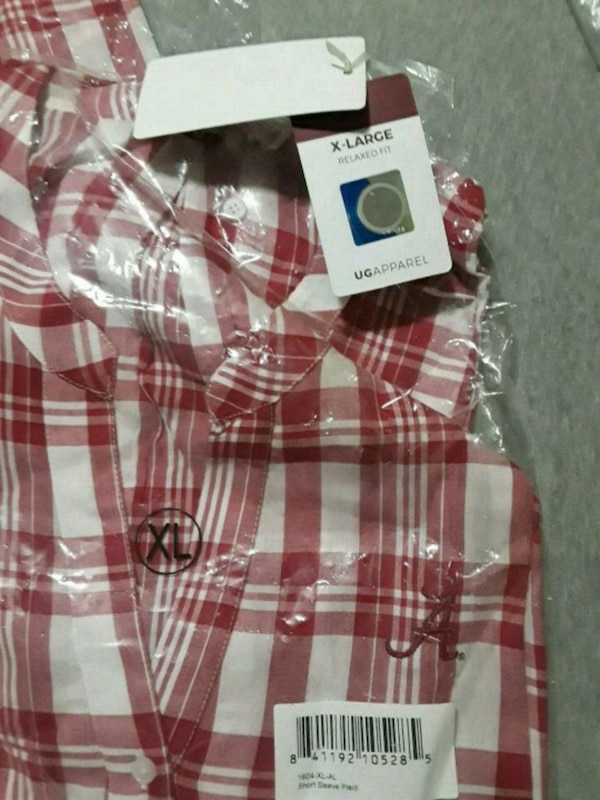 white and red plaid button-up shirt