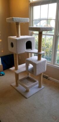 Large cat scratcher / tower