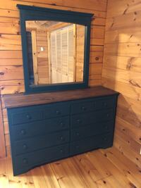 His/Her Dresser set w/mirror and 2 night stands Middle Grove, 12850