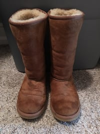 Pair of brown sheepskin boots Oakton, 22124