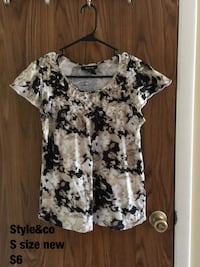 Women's gray and black floral print scoop-neck blouse