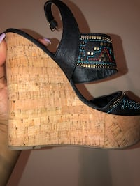 Nine West Vintage Aztec Sandals 956 mi
