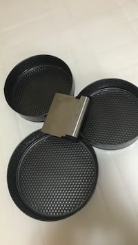 Set of 3 Cake pans with icing smoother Surrey, V3S 2T6