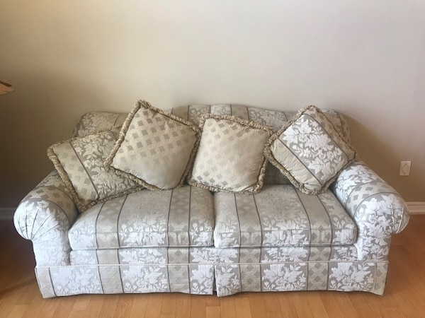 COUCH & MATCHING CHAIR 50e13724-d8fb-4791-bab8-500b8836595f