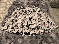 Cynthia Rowland size small and only worn once skirt. Black, grey and white Holly Springs, 27539