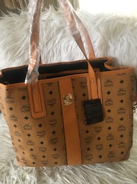 Brown and black leather tote bag Toronto, M2N 7E2